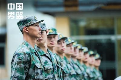 中国男篮军训 阿联当排头兵